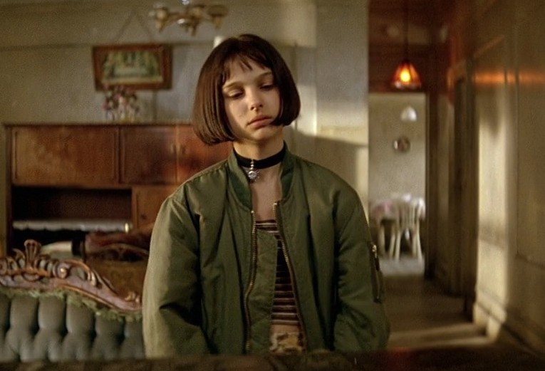 leon-the-professional-movie-screencap-mathilda-natalie-portman-costume-outfit-halloween-ma1-flight-bomber-jacket-army-green